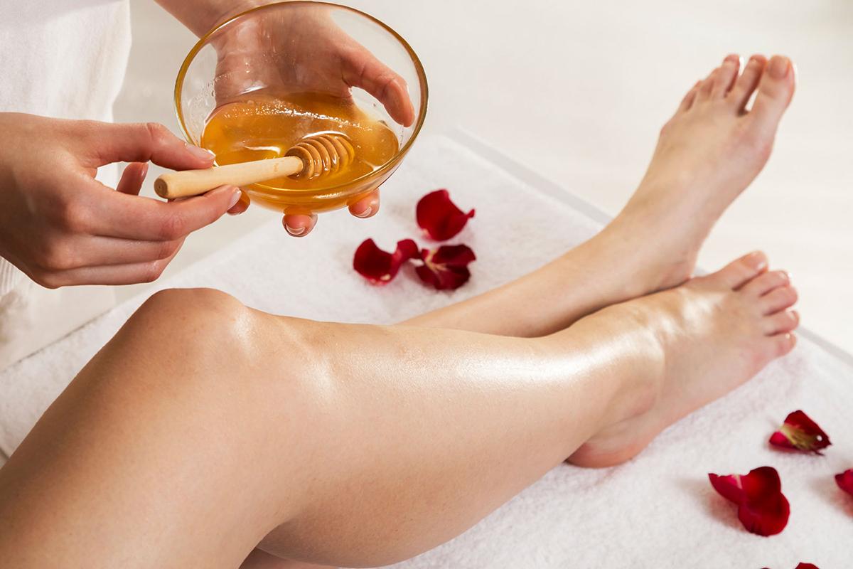 Ноги и смесь для шугаринга - тонкости и нюансы процедуры