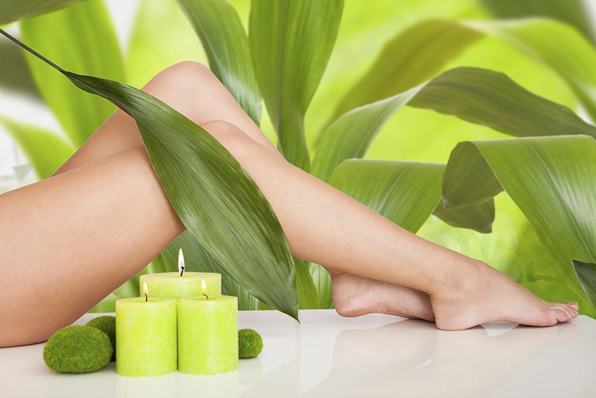 Ноги и зеленые свечи